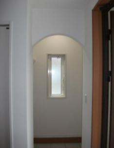 玄関の土間収納の入口をアーチ型へ